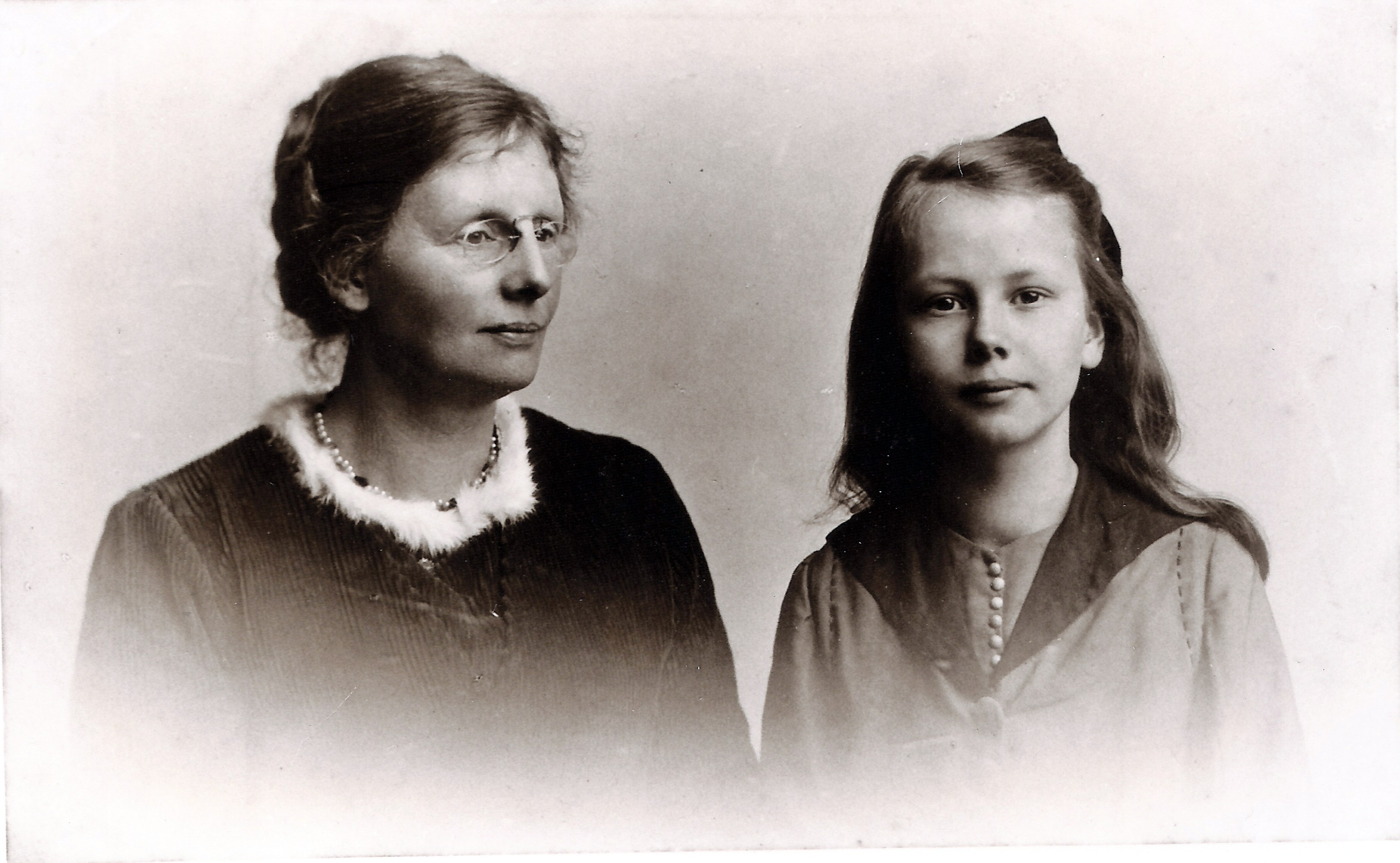 1920-1 Mary & Gretta