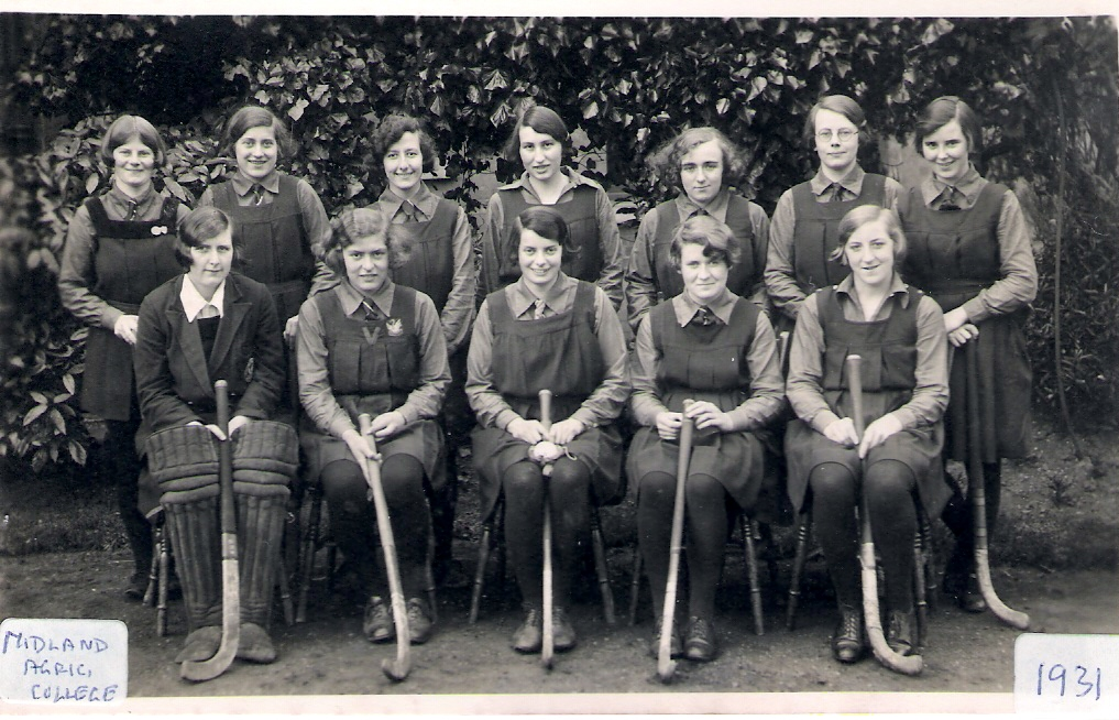 1931ish Gretta in MADC Ladies' Hockey team