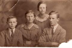 1922-4 Mary Buckler & Bryan, Gretta and Ted Heath