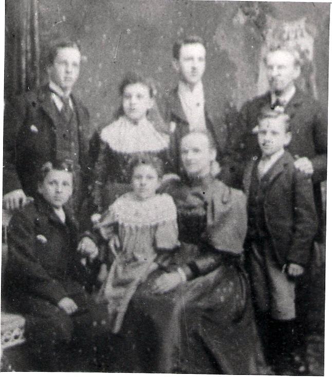 1897 or 1898 John Arthur Alice Lizzie James Elizabeth George Joe