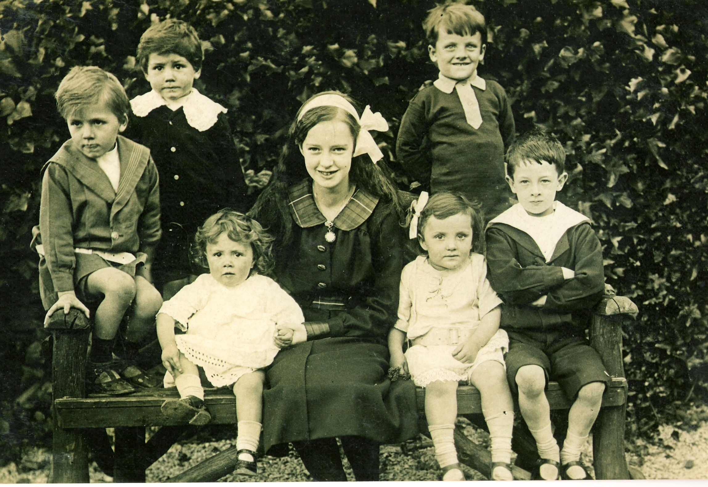 1916ish x,x,x, Connie, Mollie, John, x