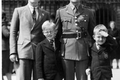 1944 Buckingham Palace big